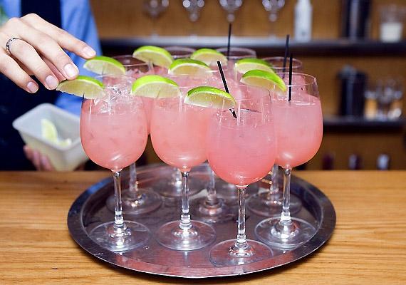 A túlzásba vitt alkoholfogyasztás szárítja a szervezetet, dehidratálja a bőrödet.