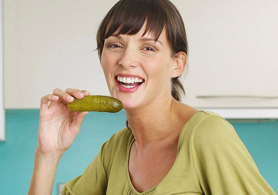 Nemcsak a nyers, de az üvegbe zárt savanyú uborka is remekül lúgosítja a szervezeted.