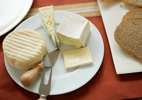 Jó, ha kedveled az érlelt sajtokat, a bennük lévő probiotikumokkal ugyanis bélflórád egyensúlyát is helyreállíthatod.