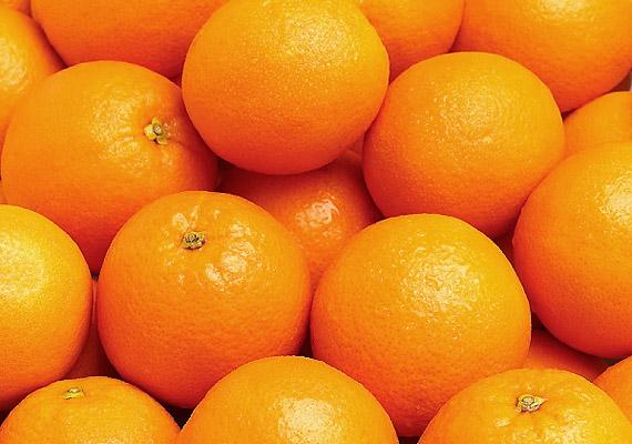 A narancs belső, fehér héja amellett, hogy számos élelmi rostot és fitovegyületet tartalmaz, természetes fogfehérítő is. Dörzsöld át a fogaid vele!