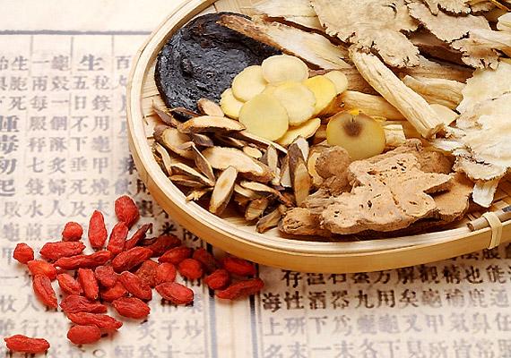 A kínai angyalgyökér hasznos vegyületei gyulladáscsökkentő és izomgörcsoldó hatásúak, ezáltal oldják a menstruációs görcsöket. Így használd!