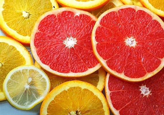 A magas savtartalmú citrusfélék nem tesznek jót a fogaidnak, rombolják a zománc épségét.