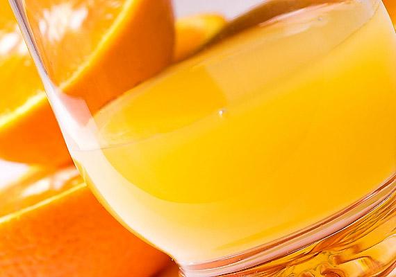 A gyümölcslevek cukor- és savtartalmukból adódóan is rongálják a fogzománcot.