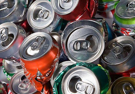 Az energiaitalok rendszerint sok mesterséges aromát és színezőanyagot tartalmaznak. Önmagukban sem egészségesek, alkohollal keverve azonban veszélyesek is lehetnek.