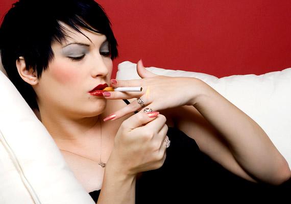 A dohányfüstből kiváló vegyületek gyakorlatilag minden felületen megtapadnak, de főként a textíliákon maradnak vissza. Ha tehát a lakásban dohányzik valaki, nem elegendő egy alapos szellőztetés ahhoz, hogy megszabadulj a légúti allergiát vagy akár súlyosabb problémát okozó méreganyagoktól.