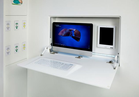 A betegek kihasználhatják a számítástechnika nyújtotta előnyöket, ha segítséget akarnak hívni, vagy információkhoz szeretnének jutni a betegségük aktuális állapotával kapcsolatban. Sőt, akár számítógépes játékokat is játszhatnak.