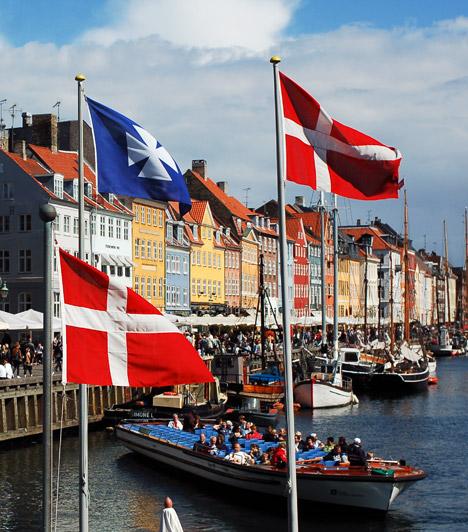 Koppenhága  A dán fővárosban mindössze a foglalkoztatottak 2%-a dolgozik heti 40 óránál többet. Ennek köszönhetően a munkahelyi stressz kisebb, mint sok más nagyvárosban, az itt élőknek több idejük jut a családra, szabadidős programokra, sportolásra. Számos ilyen program ingyenes a városban, emellett Koppenhága 249 mérföldnyi bicikliúttal is rendelkezik.