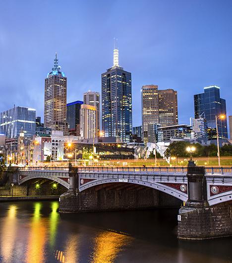 Melbourne                         Ausztrália egyik legnagyobb városa azért kerülhetett fel a legegészségesebb városok listájára, mert tiszta, biztonságos - alacsony a bűnözési ráta -, és kiváló az egészségügyi ellátás. Kiterjedt vasút- és villamoshálózatának, valamint kerékpár útvonalainak köszönhetően könnyen bejárható autó nélkül, így a közlekedés okozta légszennyezés minimális.
