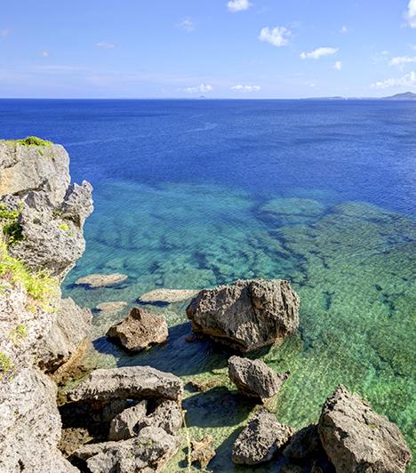 Okinawa                         Japán legdélibb régiója, Okinawa 161 gyönyörű szigetből áll. Itt él a világon dokumentáltan a legmagasabb kort megérő emberek 15%-a - noha a szigetvilág a Föld lakosságának mindössze 0,0002 %-át adja. A nyugati étrendekhez viszonyítva kalóriaszegény táplálékokat fogyasztanak, valamint táplálékuk nagyon kevés iparilag módosított összetevőt, aromát tartalmaz.                         Kapcsolódó cikk:                         Ezért élnek 100 évig Okinawán! »