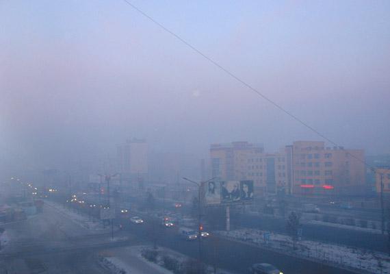 Mongólia fővárosa, Ulánbátor éves PM10-átlaga 279 - ennyi 10 mikrométernél kisebb átmérőjű apró egészségkárosító részecskét tartalmaz egy köbméter levegő.