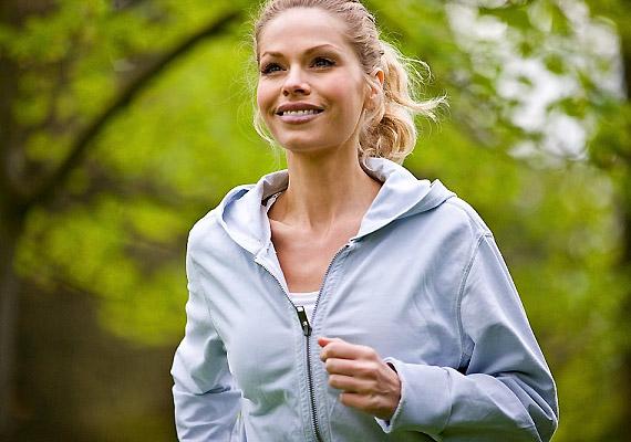 Az esti futás vagy valamilyen más, rendszeresen végzett sport nem csupán az alakodnak használ. Az intenzív edzés átmozgatja a belső szerveket is, így kiegyensúlyozottabb lehet az anyagcseréd.