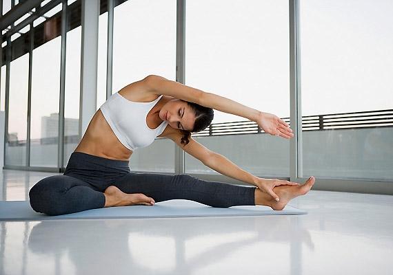 Ha eddig még nem tetted, a leszokást követően érdemes kipróbálnod a jógát. Nemcsak átmozgatja a testedet - így a belső szerveket is -, de a feszültségoldásban is sokat segít.