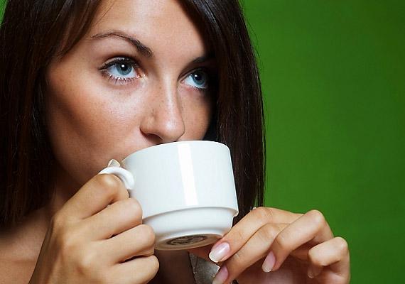 Amíg dohányoztál, úgy érezhetted, hogy az anyagcserédet a reggeli cigi indítja be. A leszokást követően ugyanezt a hatást egy nagy bögre meleg teával érheted el. Emésztésserkentő hatású a borsmenta, a kamilla, a kömény és a kakukkfű is.