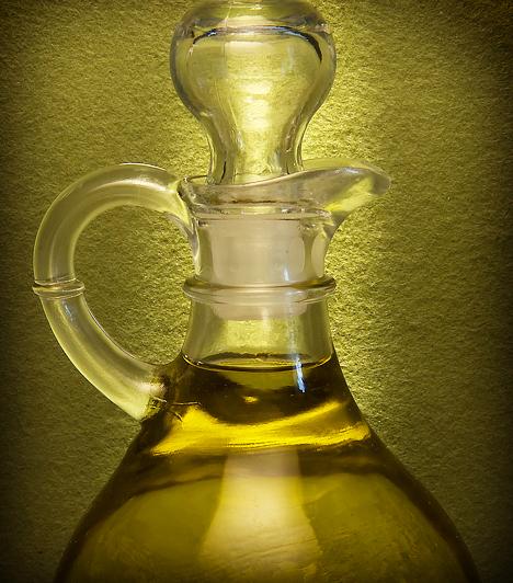 Olívaolaj  Szerelkezz fel extra szűz olívaolajjal és hidegen sajtolt lenmagolajjal. Főzz ezekkel, semmiképpen ne állati zsiradékkal!  Kapcsolódó cikk: Így használd az olívaolajat! »