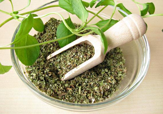 A majoránna segíti az emésztést, és görcsoldó hatású, ha nehezen emészthető dolgot eszel, érdemes belőle főzetet készíteni, hogy serkentse az anyagcserédet.