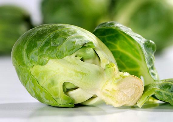A kelbimbó kifejezetten őszi-téli zöldség, mely a benne lévő szulforafánnak köszönhetően védelmet nyújt a rák ellen. Ezen kívül gyomorfekély és elsavasodás esetén is hasznos táplálék lehet. Kattints korábbi cikkünkre!