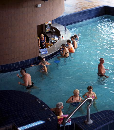 Győr Az 1500 fős befogadóképességű élmény- és termálfürdőt 2003 októberében nyitották meg. A fürdő két termál- és öt élménymedencével, valamint két csúszdával rendelkezik, melyek közül az egyik belső, és 36 méter, a másik külső, és 68 méter hosszú.