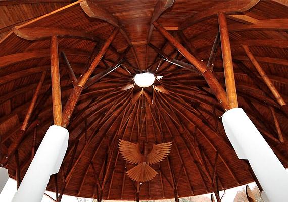 A Hagymatikum pályázati forrás felhasználásával, Makovecz Imre Kossuth-díjas építész tervei alapján készült.