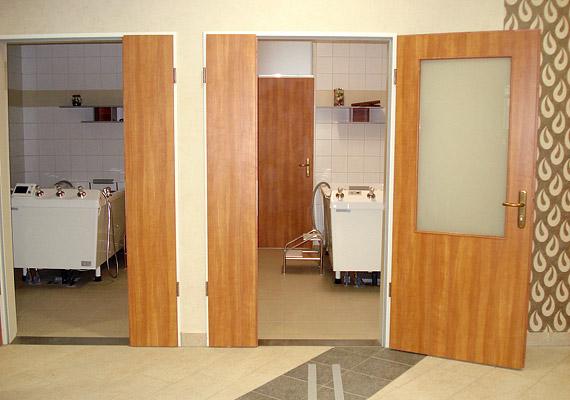 Olyan orvostechnikai eszközök - például kádak, elektroterápiás készülékek - is bekerültek a fürdőbe, amelyek nélkülözhetetlenek a gyógyító munkához.