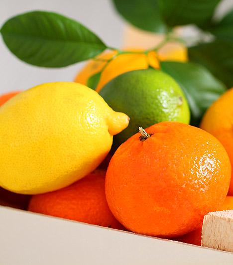 Citrusfélék  A mandarin, a narancs, a citrom vagy a grépfrút gömbölyű alakja mintha a mellet szimbolizálná. A formai hasonlóság nem véletlen: a citrusfélék fogyasztása egészségügyi szempontból pozitív hatással van a mell mirigyállományára, valamint nyirokrendszerére. Emellett magas C-vitamin- és tangeretin nevű flavonoidtartalmuknak köszönhetően segítenek megelőzni a mellrák kialakulását.  Kapcsolódó cikk: 3 dolog, ami bizonyítottan növeli a mellrák kockázatát »