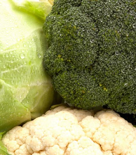 Keresztesvirágzatúak  Egy mezőgazdasági és táplálkozástudományi kutatásokkal foglalkozó szervezet – az Institute of Food Research – vizsgálatai szerint a keresztesvirágzatúak emésztése során egy úgynevezett AITC nevű vegyület szabadul fel a szervezetedben. Ez az enzim pedig hatékonyan pusztítja a rákos sejteket. Fogyassz minél több brokkolit, karfiol, káposztát.  Kapcsolódó cikk: Toplistás rákellenes táplálékok »