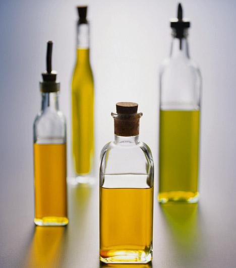 Búzacsíraolaj  A búzacsíra az egyik legbiztosabb természetes E-vitamin-forrás, két evőkanál olaj körülbelül 40 mg-ot tartalmaz ebből a létfontosságú vitaminból. Számos kutatás rámutatott, hogy az E-vitamin segít a hormonháztartás egyensúlyának megtartásában, ezáltal pedig segít megelőzni a hormonfüggő mellrák kialakulását.  Kapcsolódó cikk: Rákellenes, immunerősítő és bőrszépítő - Mi az? »