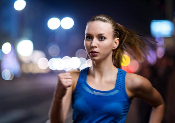 A késő esti intenzív sport nem csupán serkenti a vérkeringést, ezáltal élénkít, de késlelteti az elalvást segítő melatonin hormon kibocsátását. Bizonyos jógagyakorlatok ezzel szemben épphogy segítenek ráhangolódni az éjszakai pihenésre. Közvetlenül lefekvés előtt végezd ezeket a gyakorlatokat!