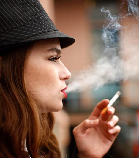 Dohányfüst  Akár aktív, akár passzív dohányos vagy, a cigarettafüstben megtalálható vegyületek könnyen okozhatnak migrént. Ennek oka a szén-monoxid érszűkítő hatásában keresendő.  Kapcsolódó cikk: Mennyi idő alatt ürül ki a nikotin a szervezetből? »