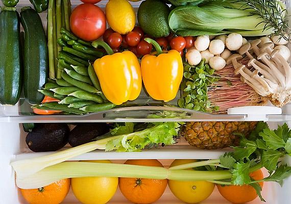 Egy tanulmány szerint a hűtőszekrény gyümölcsös fiókja lehet lakásod legveszélyesebb pontja. Itt ugyanis nyolcezer baktérium jut minden négyzetcentiméterre.