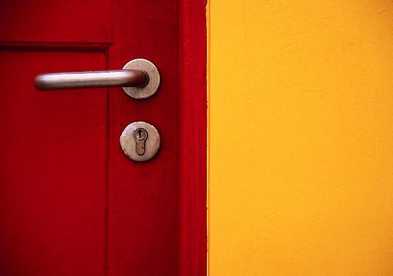 A bejárati ajtó kilincsén nyüzsögnek a kórokozók - így a nagytakarításkor semmiképp ne feledkezz meg a fertőtlenítéséről!