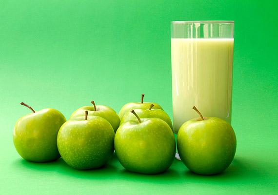 AlmaturmixAlmát egész évben lehet kapni, reggelire fogyasztva pedig hatásos zsírégető. Két almát pucolj meg, gyorsan aprítsd bele a turmixgépbe, önts hozzá másfél deci mandulatejet, végül szórj bele egy kis őrölt fahéjat. Turmixolás után már fogyaszthatod is.
