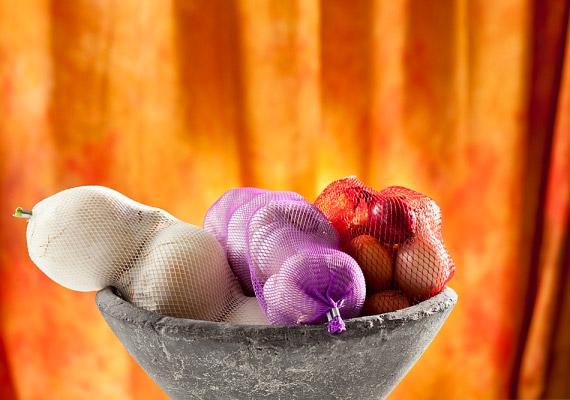 A hagymafélék sajátos szagukat a bennük lévő kéntartalmú vegyületeknek köszönhetik. Az allin felveszi a harcot a kórokozókkal, és enyhíti a nátha kellemetlen tüneteit. Ha kipróbálnád a hagymateát, kattints!
