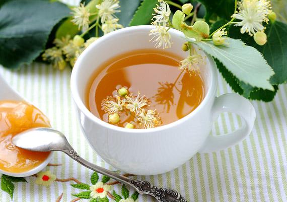 Izzasztó hatása miatt a hársfa tea formájában kiválóan alkalmazható nátha és meghűlés ellen. A növény gyógyászatban használt virágzata illóolajat, flavonoidokat, valamint cseranyagokat tartalmaz. Így készítsd a hársfateát!