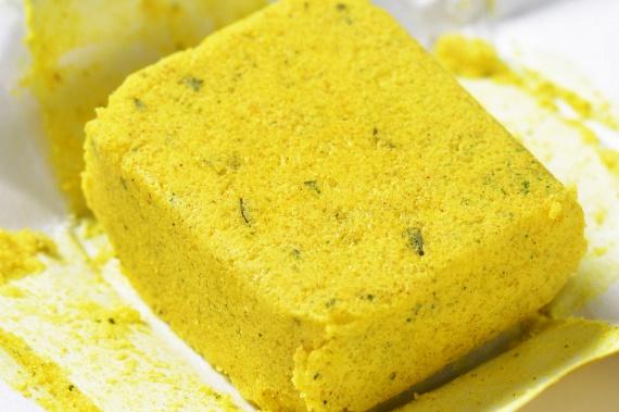 A leveskockák, levesporok, salátaöntetporok szintén igen gyakran tartalmaznak nátrium-glutamátot.
