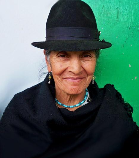 Vilcabamba népe  Vilcabamba apró, roppant nehezen megközelíthető város. Ecuadorban, a perui határtól nem messze, az Andok vonulatai között 1400 méteres magasságban, a Csendes-óceántól körülbelül 160 kilométerre található. Hosszú életű és jó egészségnek örvendő lakosairól nevezetes ez az apró földrajzi terület. Számos kutató vizsgálta az itt élő emberek egészségi állapotát, és az általuk készített tanulmányok arra jutottak, hogy a helyiek hosszú élete valójában nem meglepő: életmódjuk következménye.  Kép: http://www.rawtrips.com