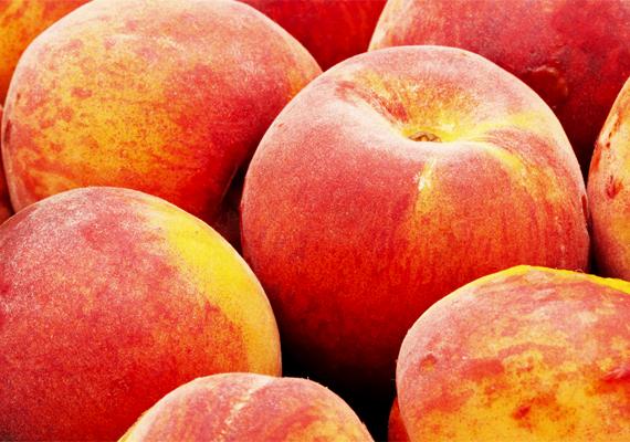 Ugyanez igaz a gyümölcsökre is, nem elég, ha csak levágod az érintett részt például egy őszibarackról.