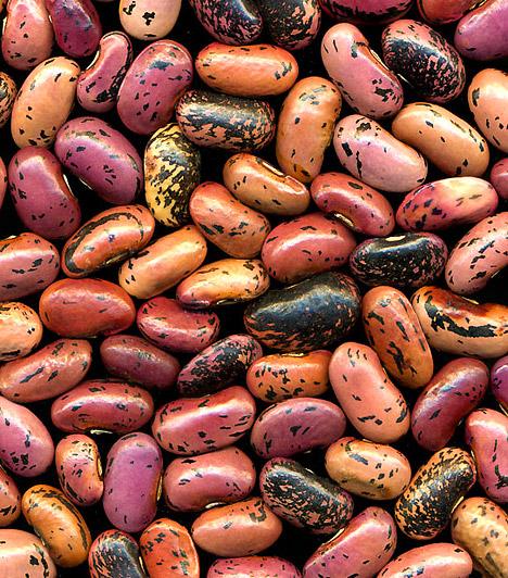 Bab  Ha puffadást okozó élelmiszerekről van szó, valószínűleg neked is a bab jut először eszedbe. A hüvelyesek olyan szénhidrátokat tartalmaznak, melyekkel a szervezeted nem képes megbirkózni. Ennek hatására pedig a gázképződés fokozódik, és jelentkezik a kellemetlen, feszülő érzés.