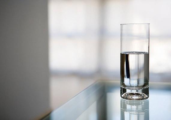 Ha ebéd után nincs lehetőséged fogat mosni, öblítsd át alaposan a szádat pár deciliter tiszta vízzel, majd nézd meg, hogy biztosan nem maradt-e fogaid között ételmaradék.