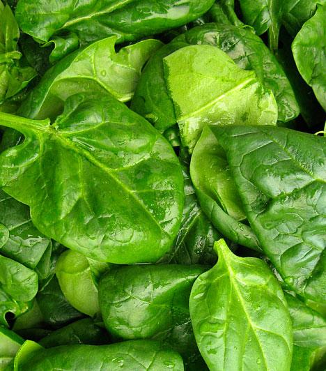 Spenót                         A spenót a legkorábbi friss zöldség, április végén május elején már fogyasztható. Legismertebb pozitív tulajdonsága magas folsavtartalma, minek köszönhetően segít megelőzni a vashiányos vérszegénység kialakulását. Emellett azonban számos szabadgyökellenes vegyületet is tartalmaz.                         Kapcsolódó cikk:                         Így fogyaszd a spenótot ínyvérzés és vashiány ellen! »