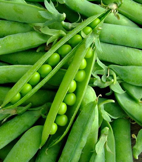 Zöldborsó  Magas C-vitamintartalma miatt a zöldborsó erős antioxidáns hatással bír. Május vége felé már érik az édes hüvelyes növény, mely klorofilltartalma miatt segít a szervezetnek elleneállni a környezetből érkező szabadgyökök DNS-károsító hatásainak.  Kapcsolódó cikk: Rákellenes, zsírégető, jókedvre derítő - Mi az? »