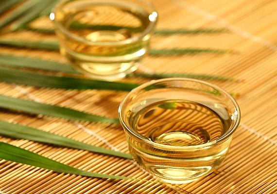 A fehér tea kétszer olyan erős antioxidáns hatású ital, mint a zöld tea. Ennek oka, hogy a legkevésbé feldolgozott teaféle, így polifenol-tartalma - mely hatékony antioxidáns - maximális. Tudj meg többet róla!