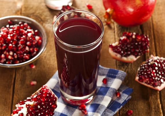 A késő ősszel érő gránátalmát magas antioxidáns-tartalma miatt szupergyümölcsként tartják számon. A szupergyümölcsök - túl azon, hogy bővelkednek antioxidánsokban - kiemelkedő tápértékkel bírnak, és csökkentik a különböző betegségek kialakulásának kockázatát. A gránátalma, illetve a belőle készült ital rákellenes tulajdonságát elsősorban ellágsavtartalmának köszönheti. További infókért kattints ide!
