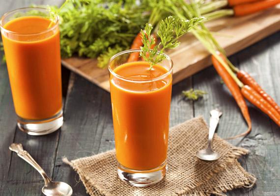 A sárgarépa magas béta-karotin-tartalmának köszönhetően rendkívül erős antioxidáns hatással bír. A karotinoidok jelentősen fokozzák a védekező rendszer egyik fontos szervének tartott csecsemőmirigy működését. Az alaposan megtisztított répát tedd gyümölcscentrifugába, így 20-30 dekagramm zöldségből körülbelül 1 deciliter levet nyerhetsz.