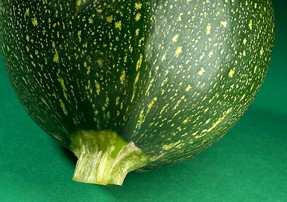 A cukkini a répához hasonlóan szintén gazdag karotinban, és C-vitaminban sem szűkölködik - mindennek köszönhetően kiváló rákellenes csemege.
