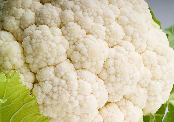 A keresztesvirágzatúak családjába tartozó karfiol - hasonlóan más rokonaihoz - bővelkedik szulforafánban és indo-3-karbinolban. Fogyaszd párolva, főzés hatására ugyanis elpusztulhatnak hasznos vegyületei.