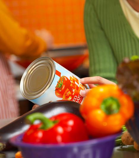 K-aceszulfám  Az E 950 jelű, K-aceszulfám nevű édesítőszer felhasználási köre igen kiterjedt: alkalmazzák cukormentes és alkoholos italok édesítéséhez, csokoládékhoz, rágógumikhoz, valamint gyümölcs- és zöldségkonzervek előállítása során is. Külföldi táplálkozási szakértők sürgetik a betiltását, mivel állatkísérletek tanúsága szerint rákkeltőnek bizonyul.
