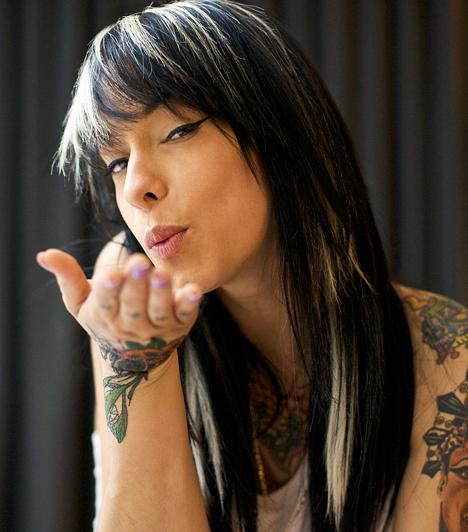 Tetoválás  A rák kockázata megnő a szakszerűtlenül végzett tetoválás következményeként. A rossz minőségű tetoválófestékek később bőrrákot okozhatnak, míg a hepatitis okozta fertőzés évek múltán májrák kialakulásához vezethet.