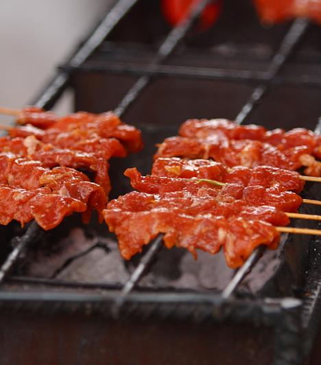 Vörös húsok  A rostban szegény és zsírban gazdag húsok egyrészt elősegítik a szabadgyökök elszaporodását, ami növelheti a rák kialakulásának kockázatát, másrészt viszont védekezőképességedet is csökkentik.  Kapcsolódó cikk: Így táplálkozz a rák ellen: 2 alapelv a szakértőktől »