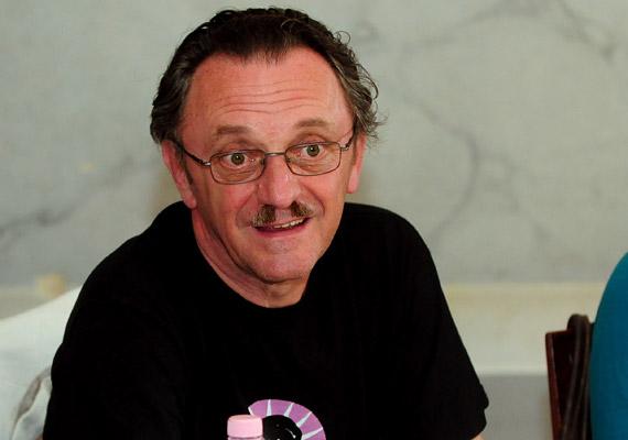 Szacsvay László teljes titokban küzdött meg a betegséggel. Utólag azonban nyíltan beszélt a prosztatarákkal járó megpróbáltatásokról, ugyanis elfogadta a Magyar Urológusok Társaságának felkérését, hogy 2010-ben ő legyen a szervezet kampányarca.