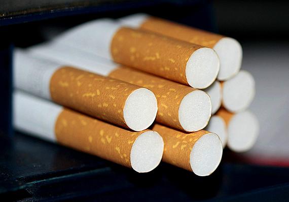 A dohányzásról való leszokást követően a legtöbben még egy évig álmodnak azzal, hogy dohányoznak, az első időszakban pedig gyakoriak a korábbinál jóval intenzívebb álmok, rémálmok, éjjeli felébredések is. A nikotinmegvonás növeli az agy éjjeli aktivitását, ennek köszönhető mindez, de idővel ezek a neuronok lenyugszanak majd.